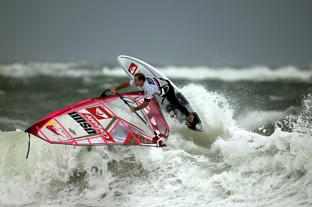 wind-surfing-67627_640